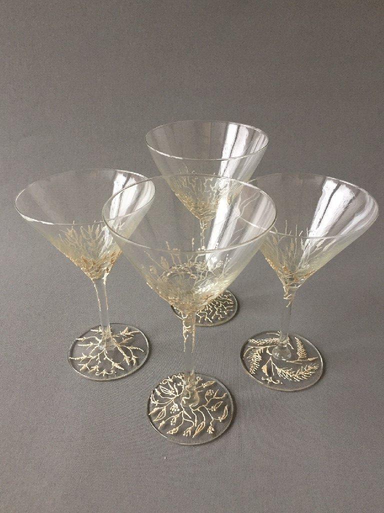 """Glazen """"Neige"""", gebrandschilderd glas, hoge glazen – 19 x 11cm, lage glazen, 17 x 11 cm (allen), 2019"""