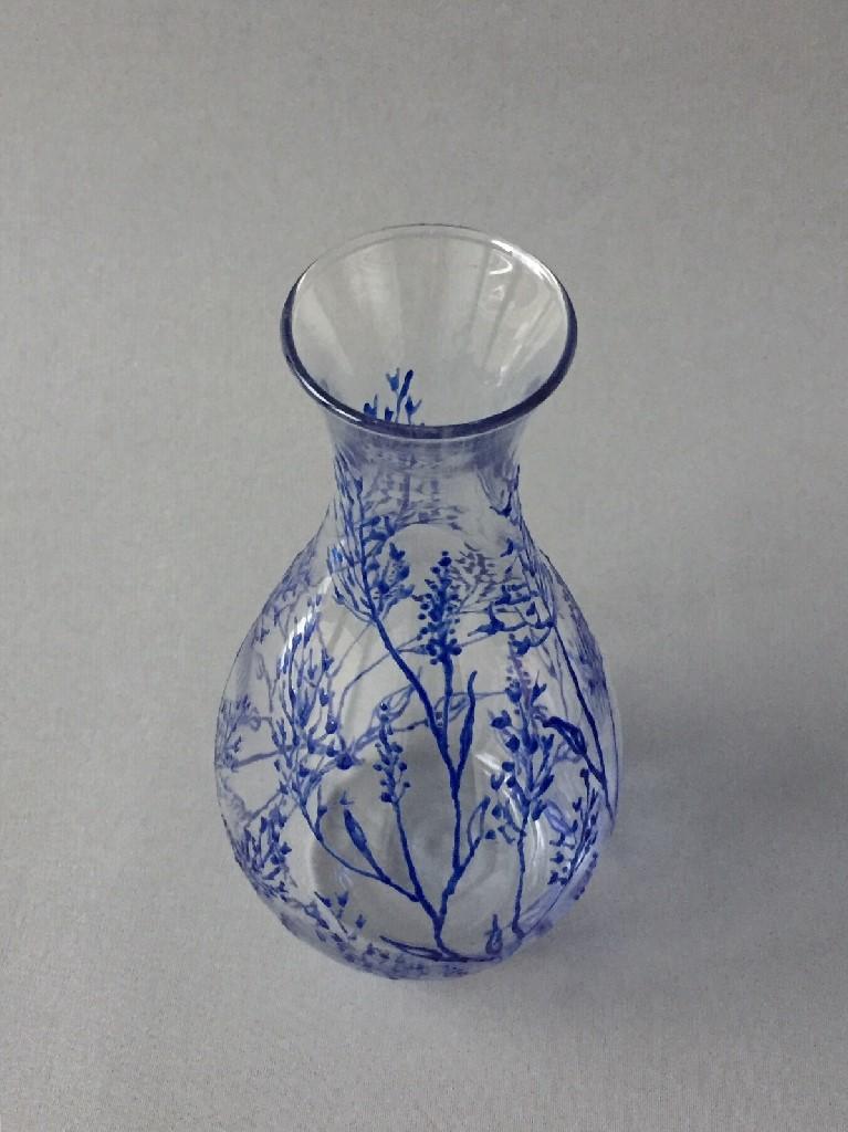 """Karaf """"Twijgjes Azul"""", gebrandschilderd glas, 23 x 12 cm, 2018"""