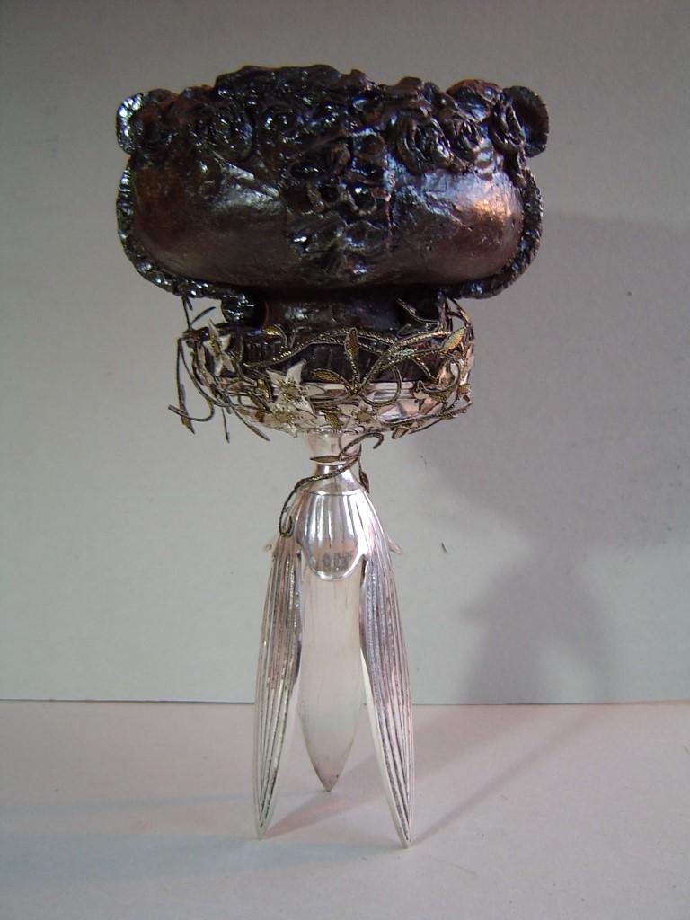 Balans, Gemengde techniek (keramiek/zilver/zijde/glas), 30 x 15 x 15 cm, 2006, VERKOCHT