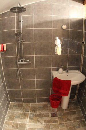 Shower in Dorm room astrofarm france