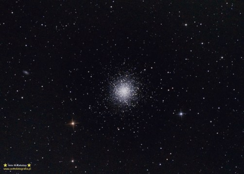 M13. Teleskop C6N (Newton 150/750) Korektor komy MPCC - ISO800 30x120sekund, 300D, montaż Vixen GPD2. Materiał do tego zdjęcia zbierałem przez cztery noce. Niestety przepiękne lipcowe noce są bardzo krótkie i zanim M13 była odpowiednio wysoko możliwy czas ekspozycji był niestety dość krótki.