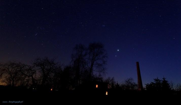Wenus i Jowisz po lewej stronie, po prawej zachodzący już Orion