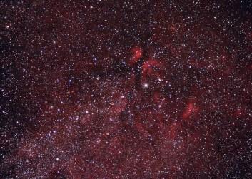 Rejon gwiazdy Gamma Łabędzia Eos300D + Canon EF100/2,8 Macro przy przesłonie 3,5 15x120 sekund z czego 2xISO1600 i 13xISO800 + 3x180s ISO800. Na Bartkowym montażu Soligora.