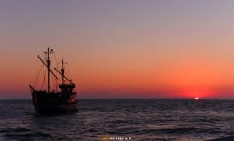 Dziwnów statek Korsarz wraca po ostatnim rejsie do portu (w dzień zaćmienia)