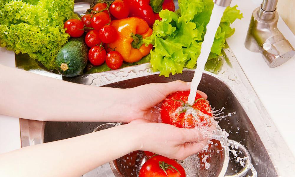 Mencuci Buah & Sayur