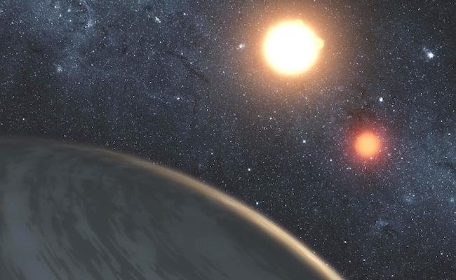 Ilustrasi eksoplanet DS Tuc Ab yang mengorbit pada sistem bintang ganda.
