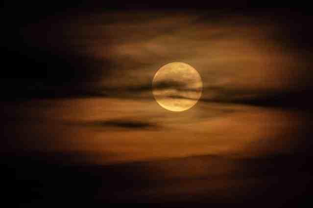 pleine lune nuage