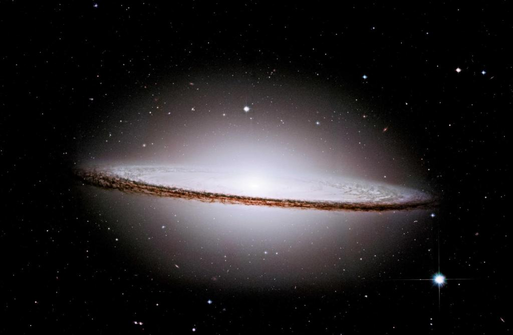 m104-sombrero-hubble-space-telescope