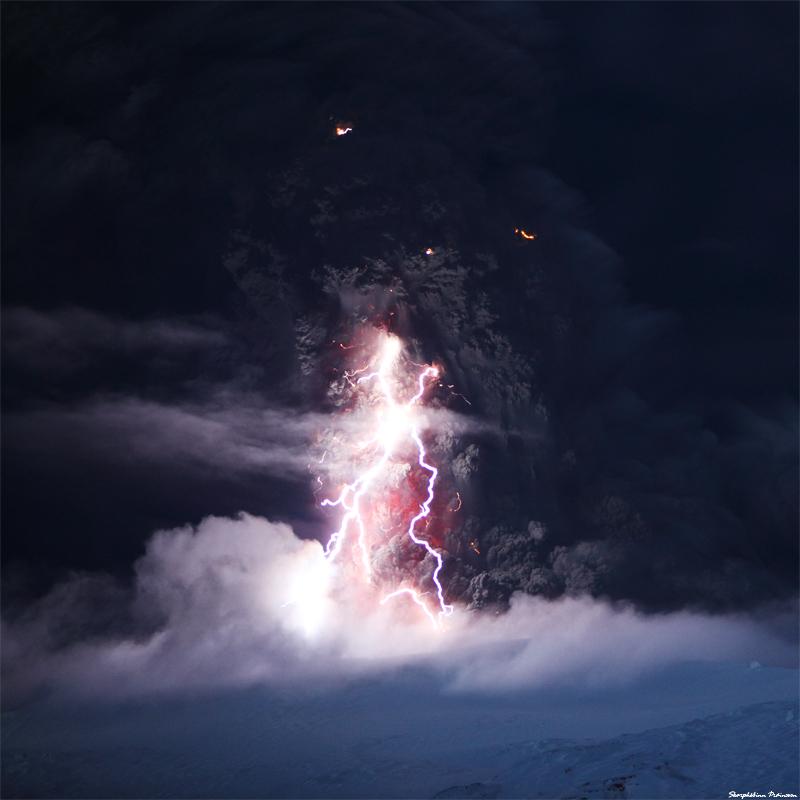 eyjafjallajokull-moody_ash_cloud