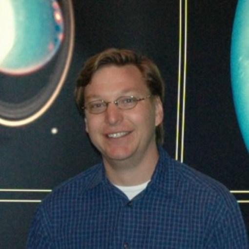 Michael E. Brown (nasc. 05/06/1965), descobridor do objeto hoje batizado de Éris.