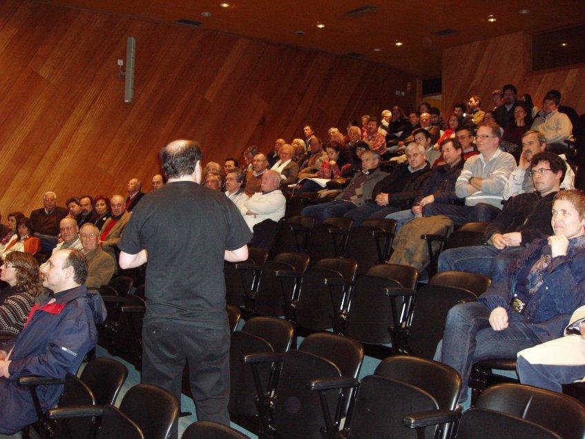 Carlos Oliveira a passear por entre a audiência...