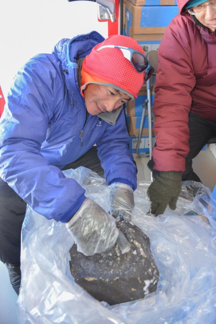 Mais de 38.000 meteoritos foram descobertos na Antárctica, mas somente 30 com mais de 18 kgs. Crédito: International Polar Foundation
