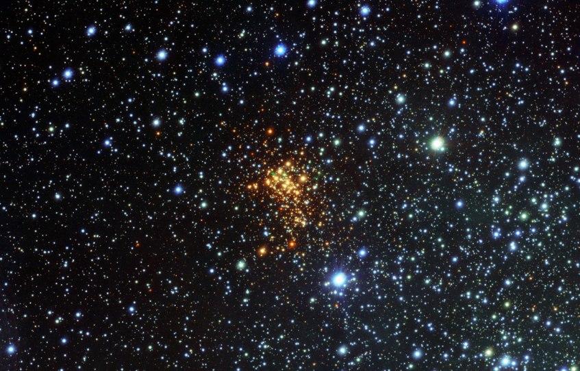 Este é o super-aglomerado estelar Westerlund 1. Crédito: ESO/VPHAS+ Survey/N. Wright