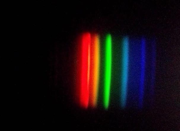 Espectro da lâmpada fluorescente. Crédito: José Gonçalves