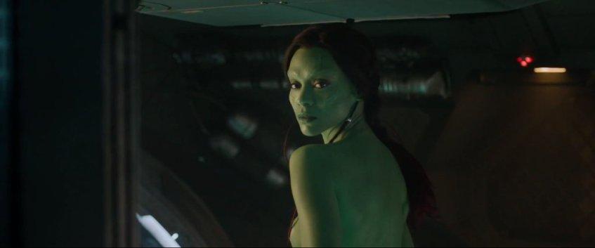 Lógica do Times of India: uma bela mulher pintada de verde não é uma bela atriz pintada de verde, é uma bela alienígena.