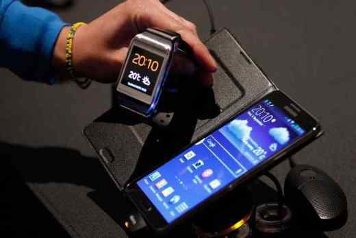 Galaxy S21 may not support old Gear smartwatches in 2021