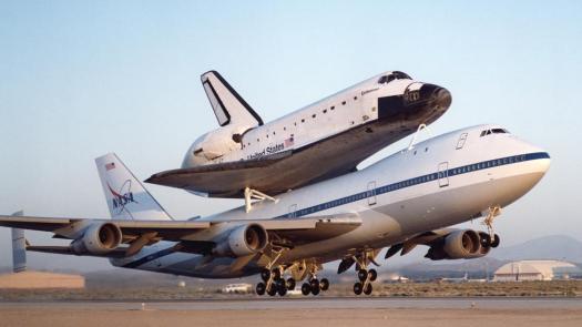 uçakla taşınan uzay mekiği
