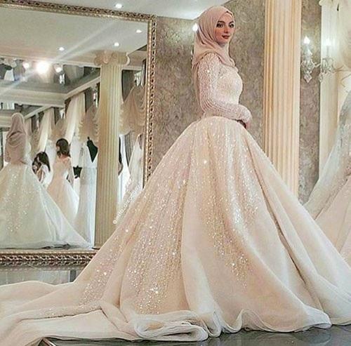 8b41be606a6 Découvrez les photos des plus belles robes de mariage pour femme voilé de  cette saison. Des Robes mariage chic élégantes et fashion.