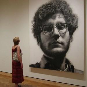 Franck, Portrait monumental au fusain réalisé par Chuck Close en 1969.