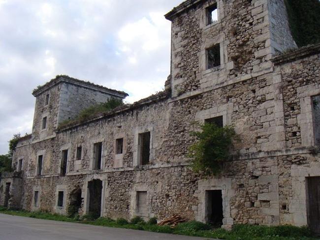 palacio del os duques de estrada en llanes