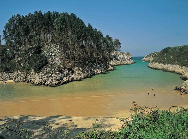 playas para niños en asturias playa de guadamia