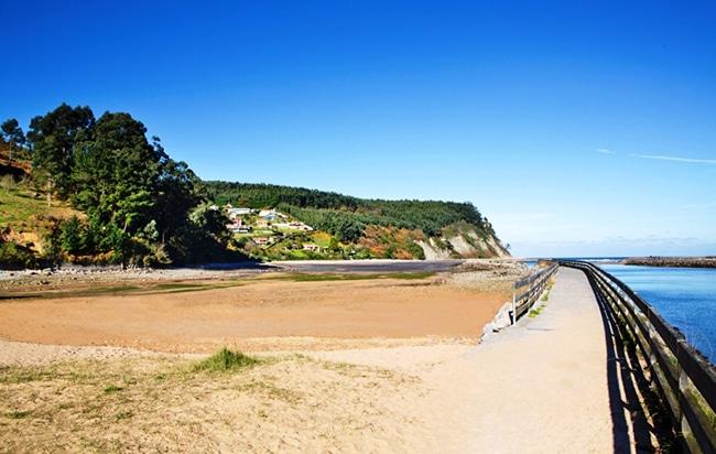 Playa El Puntal en Asturias
