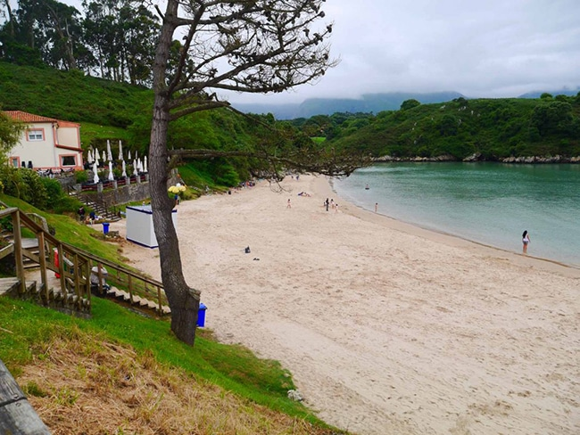 preciosa playa del poo en asturias
