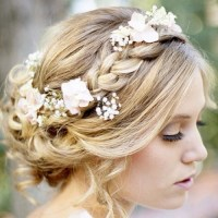 Hair with flowers.... ♥ ♥ ♥ ♥ ♥ ♥ (I will definitely use this hairstyles in  this summer ).
