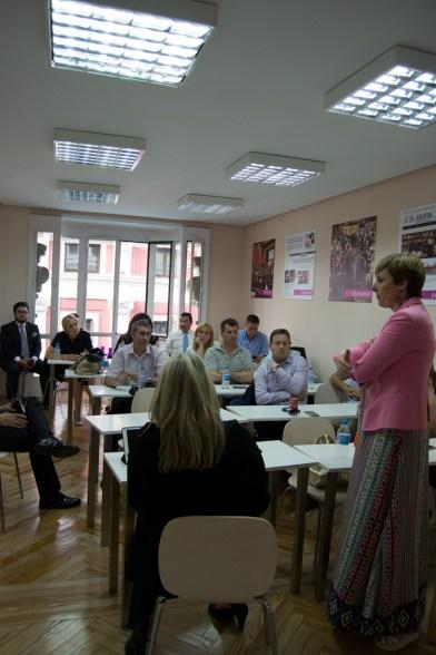 Más de 25 personas han asistido a la conferencia en la sede de ASUFIN