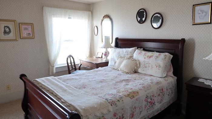 Sylvia Beach Hotel Jane Austen Room
