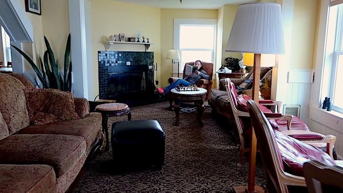 Sylvia Beach Hotel Living Room