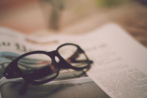 これで安心!ブルーライト対策メガネでスマホから眼を守り、快適な睡眠を!