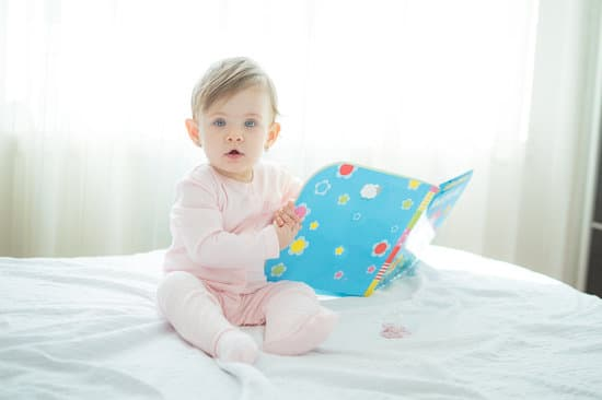 activities and play ideas for 6 to 9 month old baby