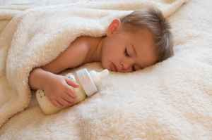 Tips on How to Wean Baby off Bottle at night