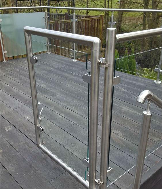 Cầu thang lan can inox kính 3
