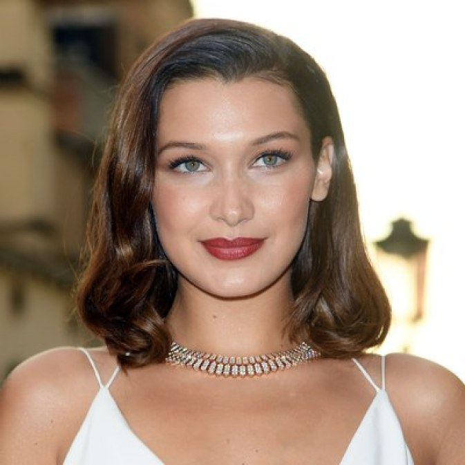 bella-hadid-oval-fit