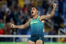 Thiago Braz: abandonado pelos pais e criado pelos avós, tornou-se herói nacional no salto com vara ao quebrar o recorde olímpico (Reprodução)