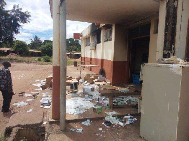 أثار الدمار في قرية أواس شمال موزمبيق بعد أن دخلها داعش