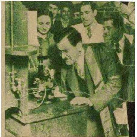 دكتور علي مشرفة مع طلابه