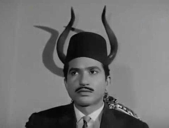 الفنان حمدي أحمد بدور محجوب عبد الدايم في فيلم القاهرة 30
