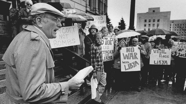 شهدت بعض مدن الولايات المتحدة احتجاجات على الهجمات العسكرية الأمريكية على ليبيا في منتصف شهر مارس/آذار عام 1986.