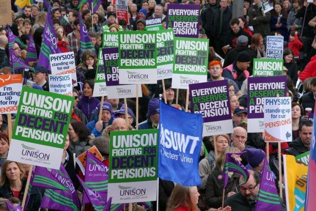 عمال القطاع العام في ليدز يضربون عن العمل بسبب تغييرات في معاشات التقاعد من قبل حكومة المملكة المتحدة