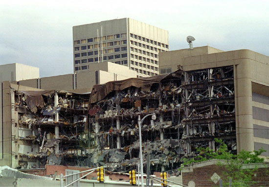 جانب من تفجير مبنى أوكلاهوما سيتي عام 1995
