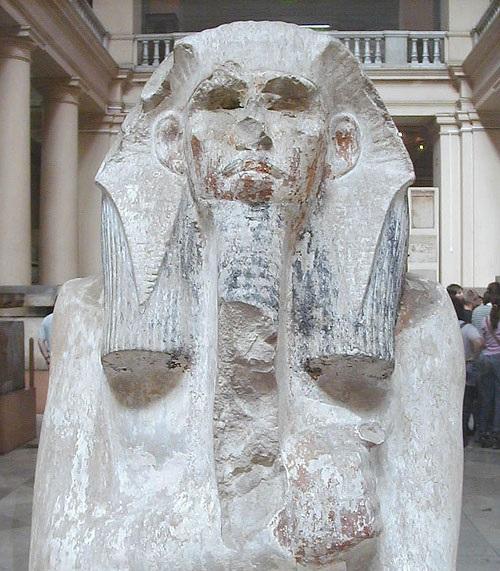 تمثال الملك زوسر في المتحف المصري