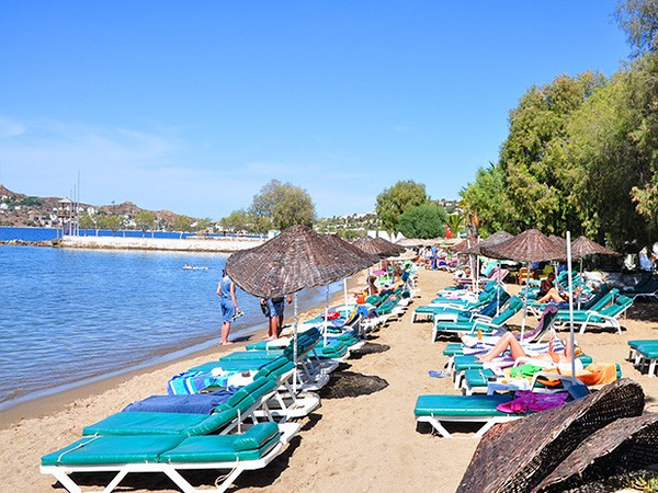 Yalikavak Beach, choose a comfy sun lounger and relax