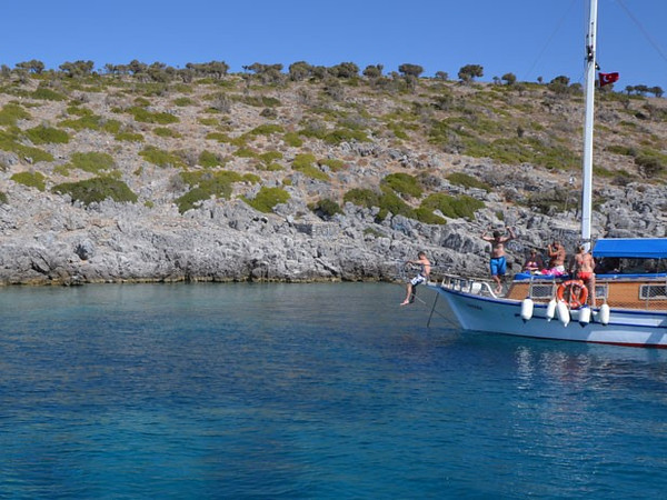 Experience diving into the warm clear turquoise sea