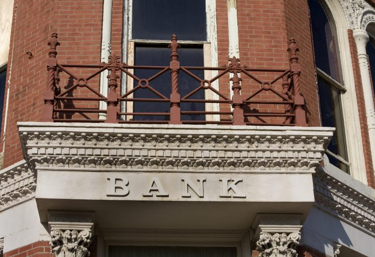 Community bank lending to small businesses