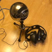 photo of microphone and headphones