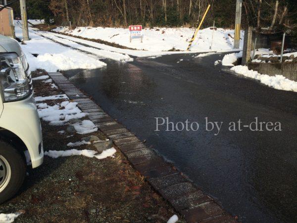 凍結した道路 運転