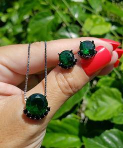 Conjunto brinco e colar com ponto de luz detalhado de zircônia negra e verde esmeralda em banho de ródio negro
